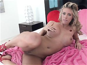 insatiable ultra-cutie Samantha Saint gets too steamy to treat for one solo act