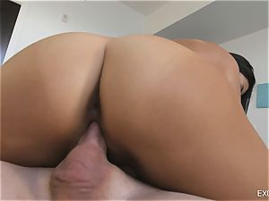 japanese brown-haired Amy Parks wraps her lips around manhood