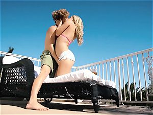 Natalia Starr luvs puss tearing up in the steamy sunshine