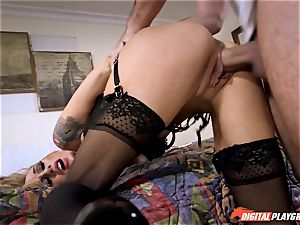 Sarah Jessie deep sucking a phat knob