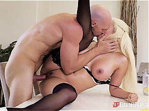 Luna starlet makes a blasting mess in her boss's place