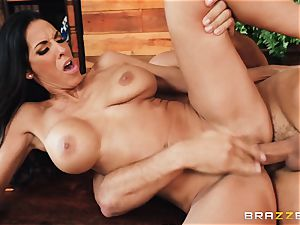 Veronica Rayne hammered and cummed on her magnificent face