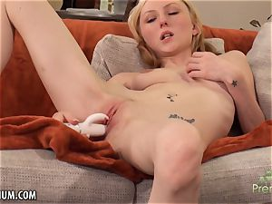 Amy Quinn likes to jack her twat with a fucktoy
