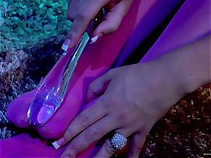 Jayden James inserts her dildo deep in her raw cootchie