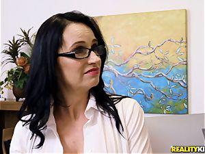Angie Noir shoves a weenie deep in her minge crevasse