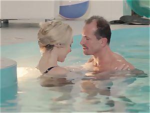 RELAXXXED - buxomy brit babe likes molten pool fuckfest